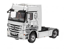 Revell Mercedes-Benz Actros MP3 1:24